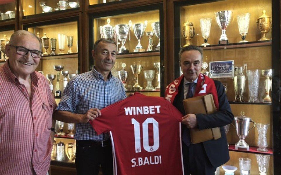 ЦСКА връчи фланелка с №10 на италианския посланик