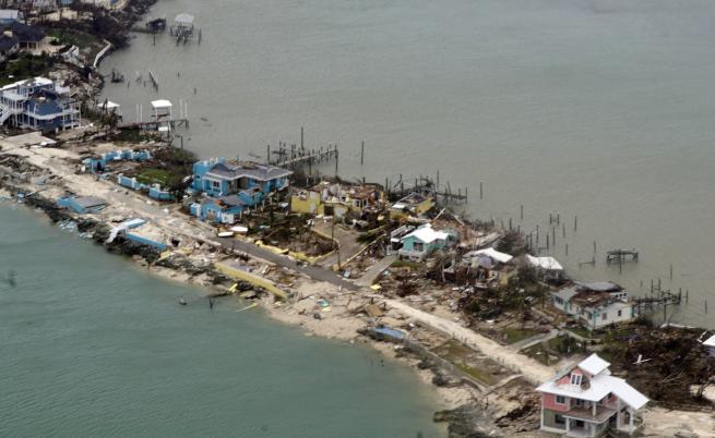 """Още жертви на урагана """"Дориан"""", той вилнее във Флорида"""