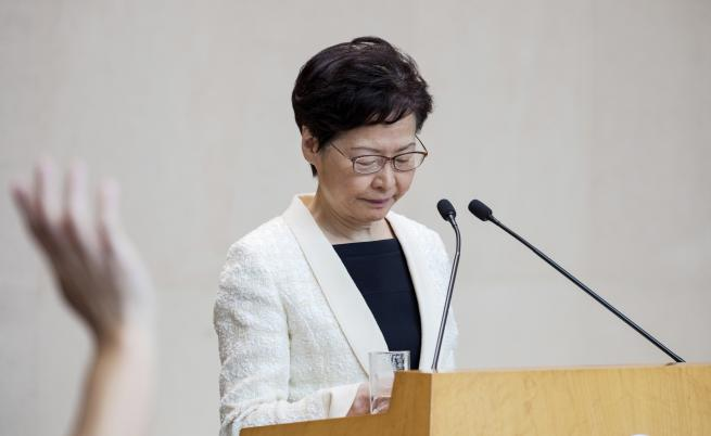 Правителството на Хонконг оттегли спорния закон, протестите продължават