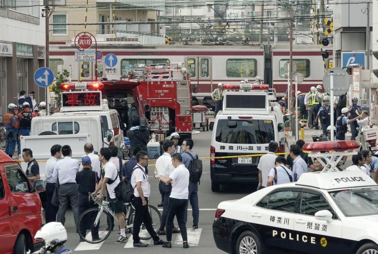 япония влак инцидент камион