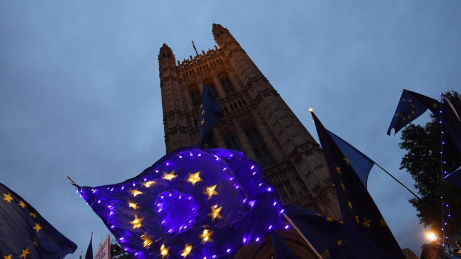 В петък Великобритания излиза от ЕС, какво се променя