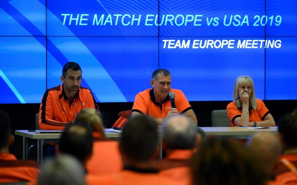 Атлетите на Европа водят на САЩ