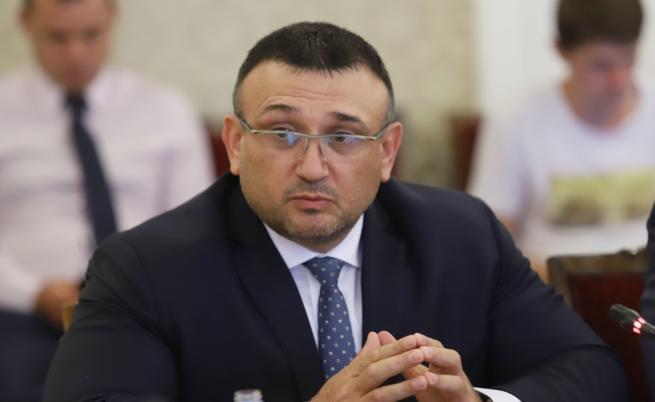 Полфрийман има две забрани за напускане на България