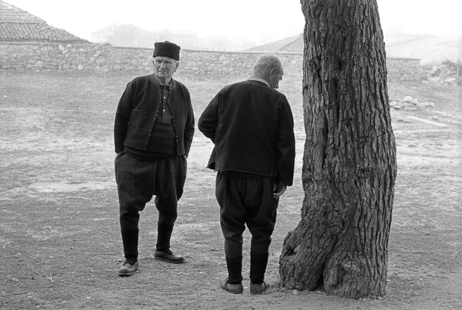 <p><strong>България -</strong> <strong>Двама мъже</strong>, село Йерусалимово, Тракия, България, 1979<br /> Автор: Мартин Кейнинг</p>