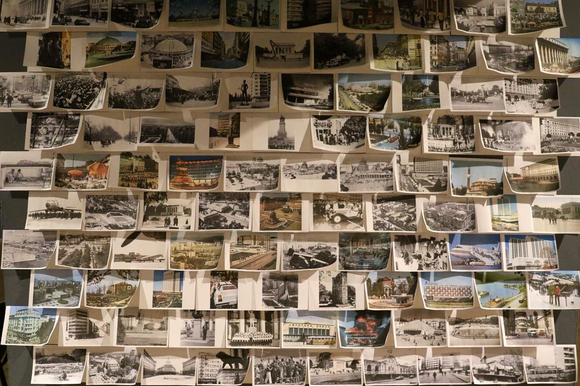 <p>Чрез образите на емблематични сгради и места върху картини и картички, чрез описания, оценки и размишления на пътешественици и интелектуалци, разказваме истории.</p>