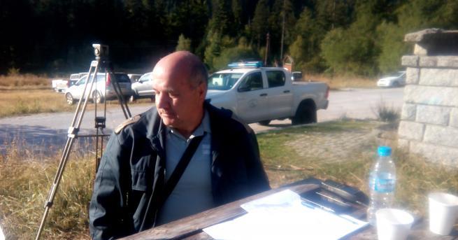 България Продължава гасенето на пожара в Сухото езеро Хеликоптер излетя,