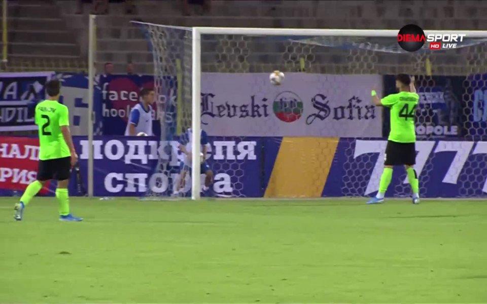 В 35-ата минута Левски вкара и трети гол. Мазурек с