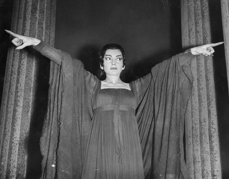 <p>През 1969 г. италианският режисьор Пиер Паоло Пазолини избира Калас за ролята на Медея в едноименния филм. Продукцията е изтощителна и според съобщенията Калас припада след ден на изморително тичане под слънцето. Филмът не постига комерсиален успех, но си остава единственото филмово участие на Калас, което не е оперно.</p>