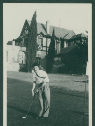 Виден Табаков играе голф в Прага