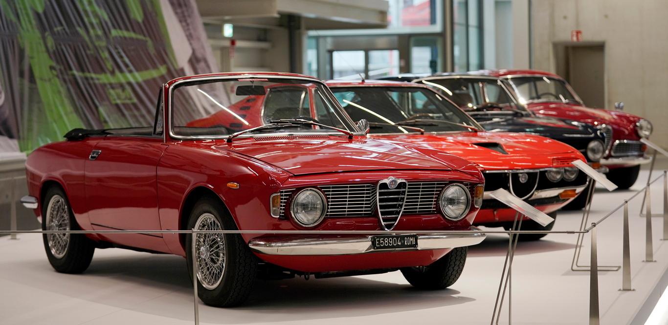 <p>В тази нова зона е подредена тематичната изложба &bdquo;Mythos Alfa Romeo&ldquo;, която ще продължи една година и ще покаже вечните винтидж италиански икони, синоним на страст, емоция и елегантност.</p>