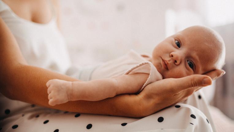 Как да се грижите за кожата на новороденото бебе
