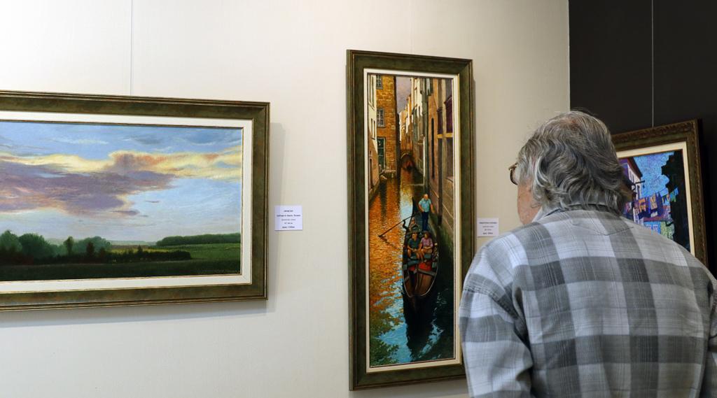 <p>Изложбата може да бъде видяна до 8-и октомври в Галерия &quot;Париж&quot; на ул &quot;Цар Самуил&quot; 47, София</p>