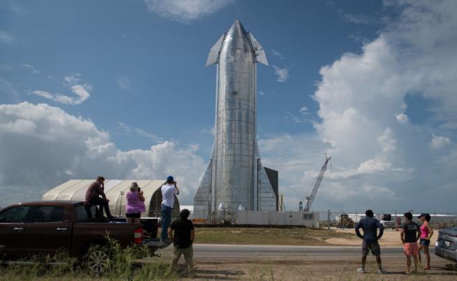 Илон Мъск показа ракетата, с която хора ще летят до Марс