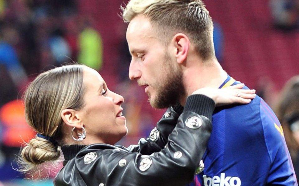 Съпругата на Ракитич го подкрепи в сложната ситуация с Барселона