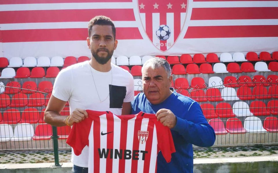 Четирима нови футболисти подписаха договори с Царско село. Старши треньорът