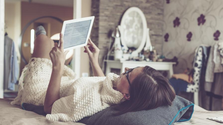 легло момиче книга киндъл четене почивка
