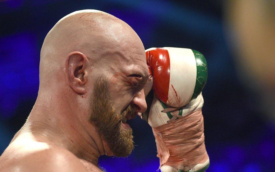 Фюри нападна президента на WBO заради Усик