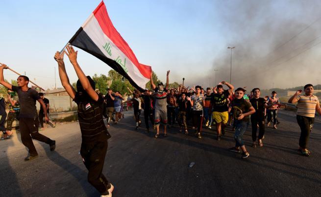В Ирак: снайперисти стрелят по протестиращите