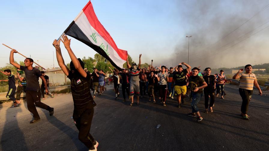 <p>В Ирак: снайперисти стрелят по протестиращите</p>