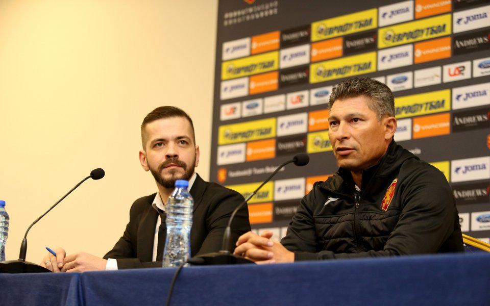 Националният отбор по футбол ще има нов старши-треньор до петък,