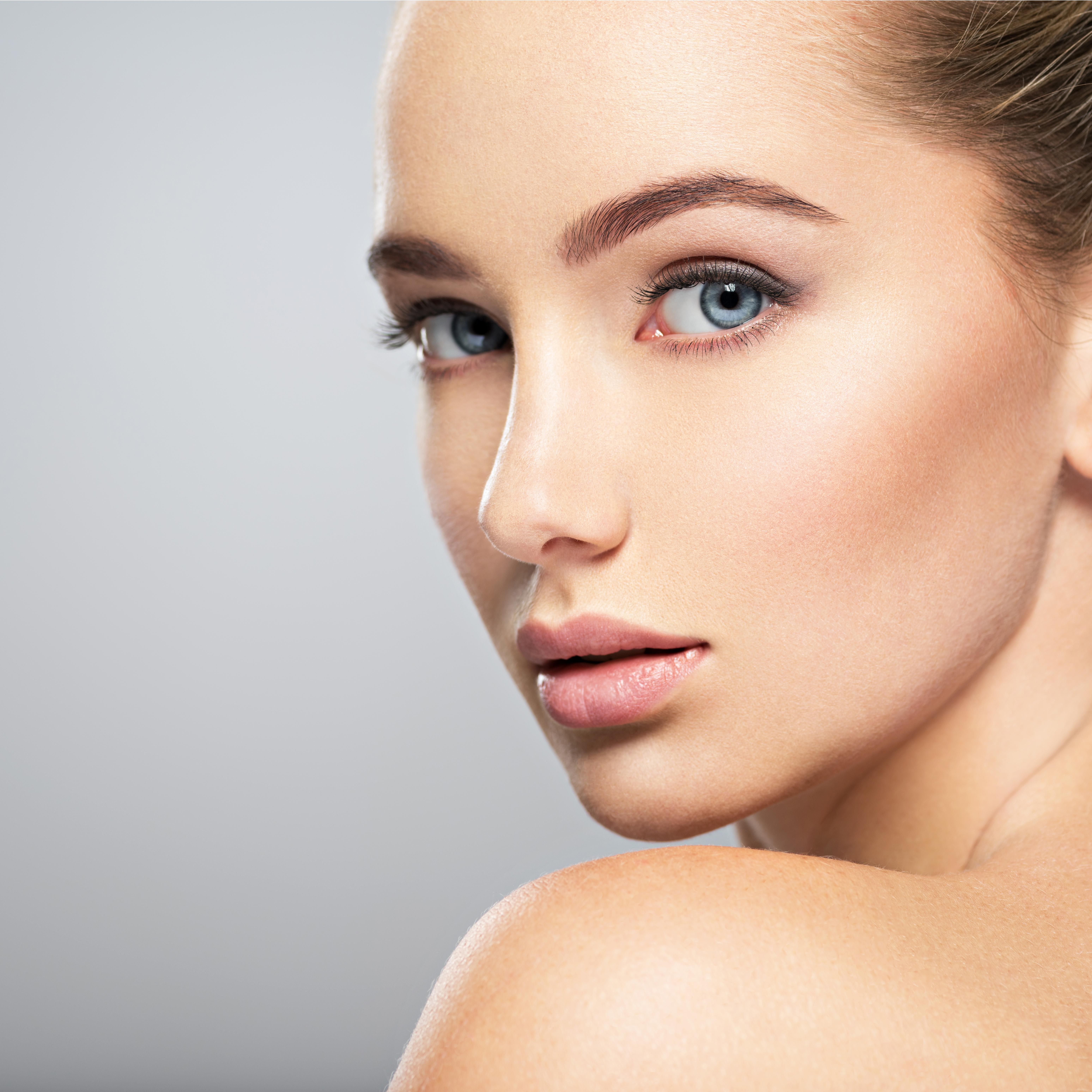 <p>Следват синеоките, зеленооките и хората с лешникови и кафяви очи. Според изследователите индивидите със сини очи, често смятани за особено атрактивни, са дружелюбни и екстроверти.</p>