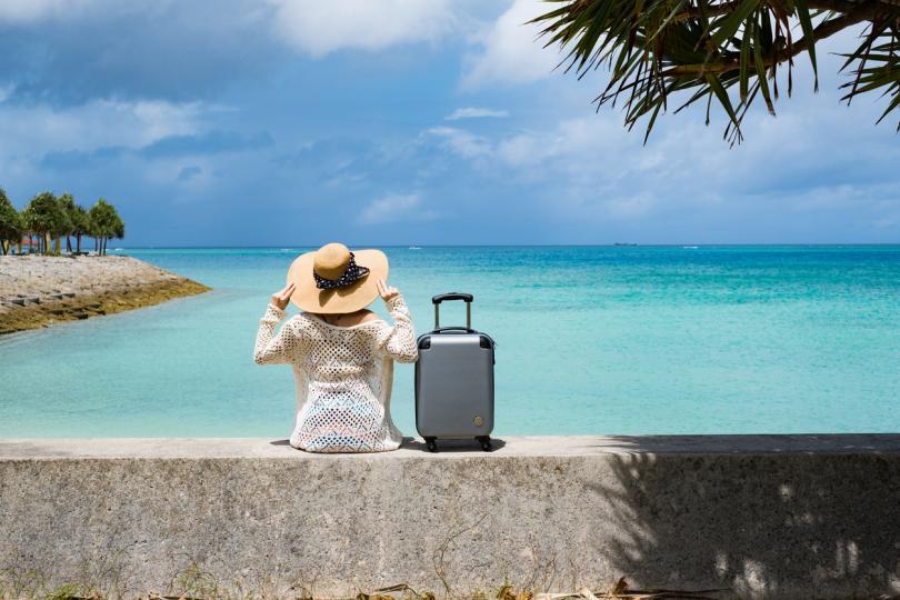 <p><strong>Купете си хубав куфар</strong></p>  <p>Ако ще пътувате повече, тогава трябва задължително да имате хубав куфар. Той ще ви осигури да видите света със стил и да не се притеснявате за вашите неща, когато сте в движение. Не забравяйте да вземете и ключалка, за да можете да защитите вещите си и да можете лесно да намерите чантата си на лентата за багаж на летището.</p>