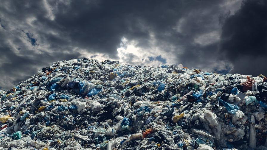 <p>Отпадъци с неустановен произход бяха намерени в Гълъбово</p>