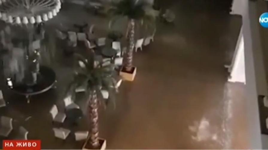 Буря наводни Бодрум, евакуирани българи