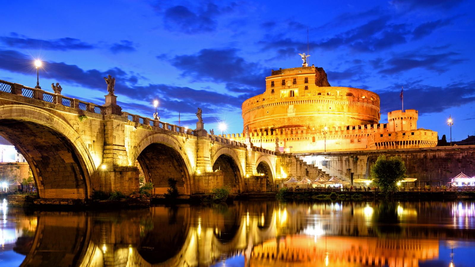 <p>Замъкът Сант Анджело</p>