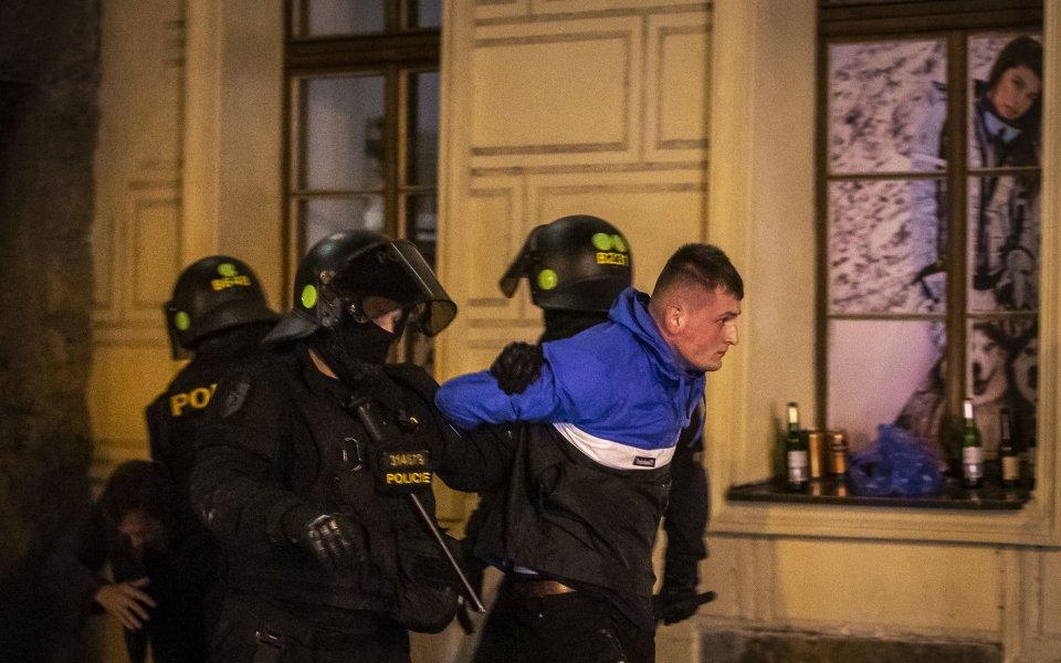 Англичаните отново се отчетоха в Европа: Грозни сцени в Прага (видео)