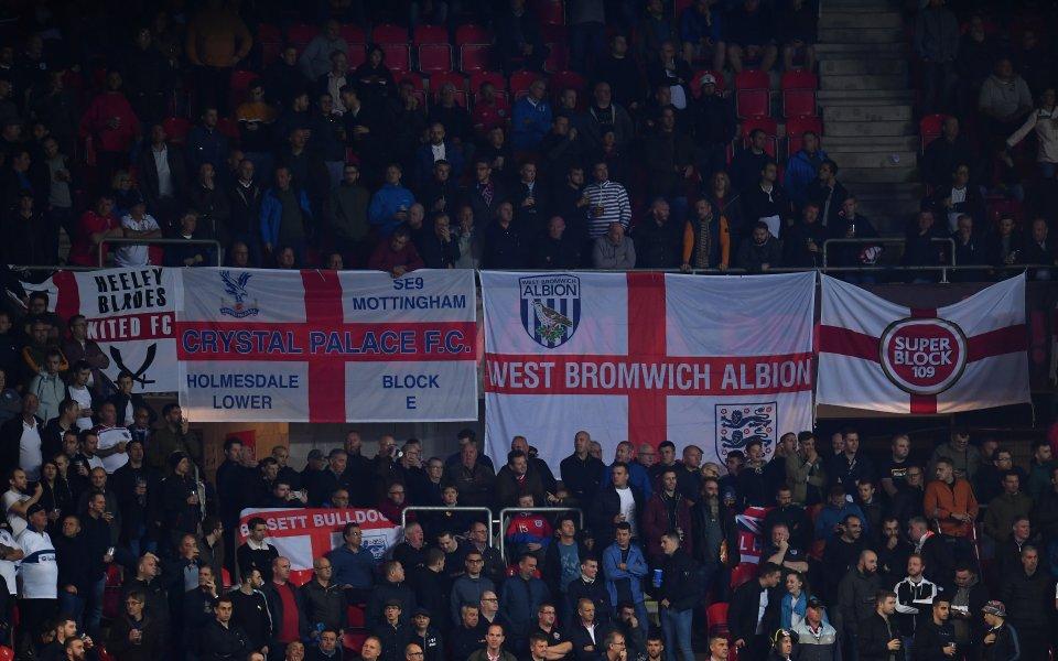 Английските фенове се доказаха като абсолютни хулигани за пореден път