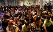 Сблъсъци на летището в Барселона, нахлу полиция