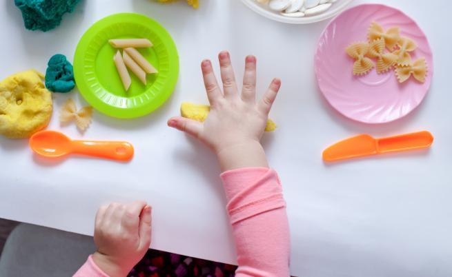Какви вредни храни откриха в училищата и детските градини
