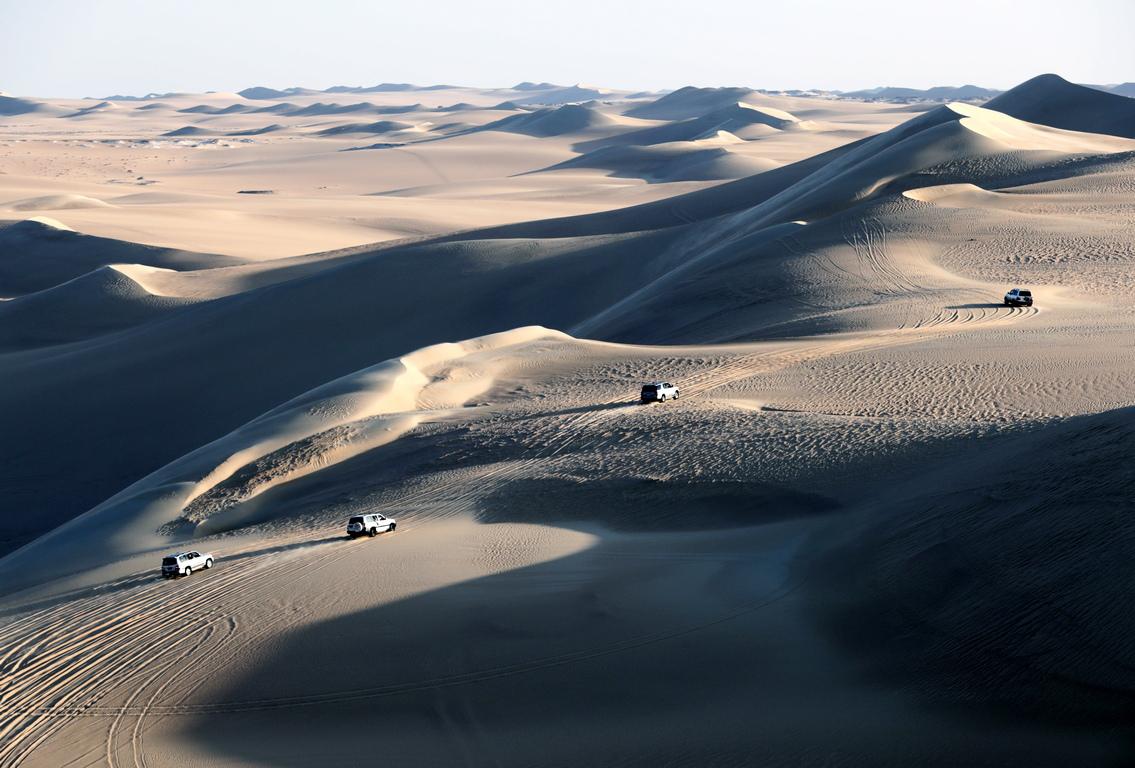 <p>Тук дюните могат да достигнат над сто метра височина.<br /> &nbsp;</p>