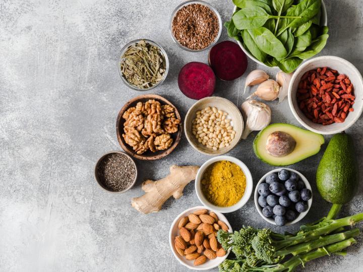 <p><strong>Умереното хранене е много важно</strong>. Това помага да се запази тялото в психически и физически баланс, както и да остане задоволено с всички необходими хранителни вещества. По този начин се подпомага здравословното отслабване.</p>