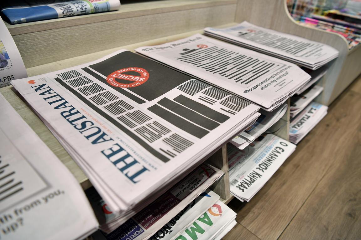 <p>Конкурентни медийни групи се обединиха в борба за свободата на печата през юни, след като полицията обискира дома на журналист на Нюз корп и централата на Ей Би Си в Сидни, търсейки изтекли правителствени документи, послужили за основа за неприятни за управляващите статии.</p>