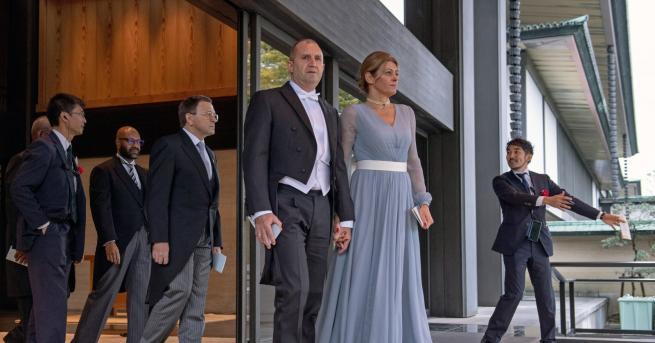 Любопитно Деси Радева впечатли с елегантна рокля в Токио Президентът
