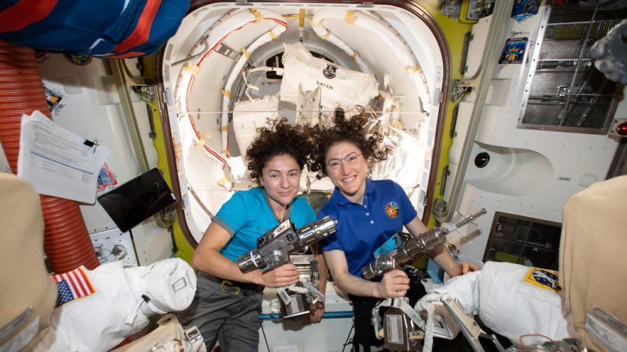 За пръв път две жени в открития Космос