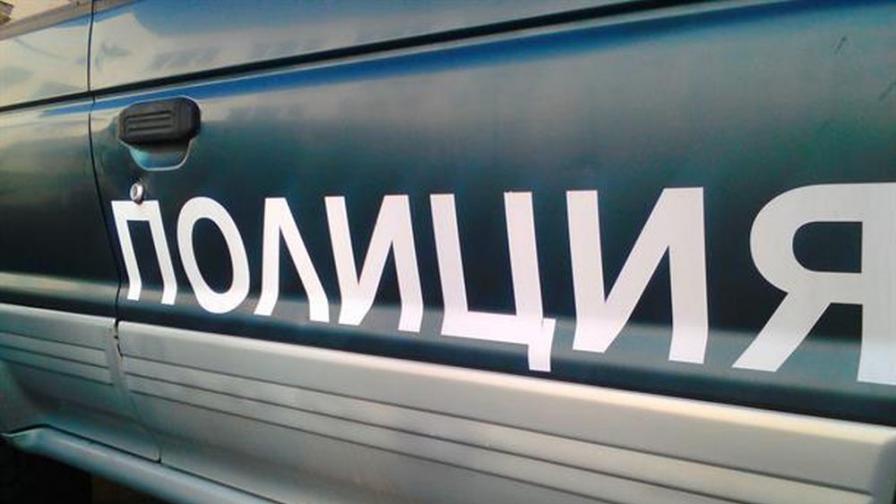 """Събарят 17 незаконни строежи на """"ало"""" измамници"""
