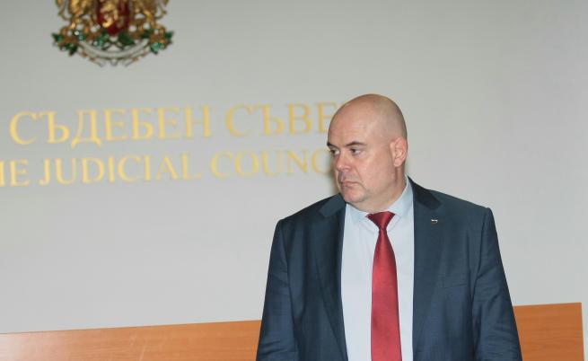 Нов протест срещу Гешев, сега пред президентството