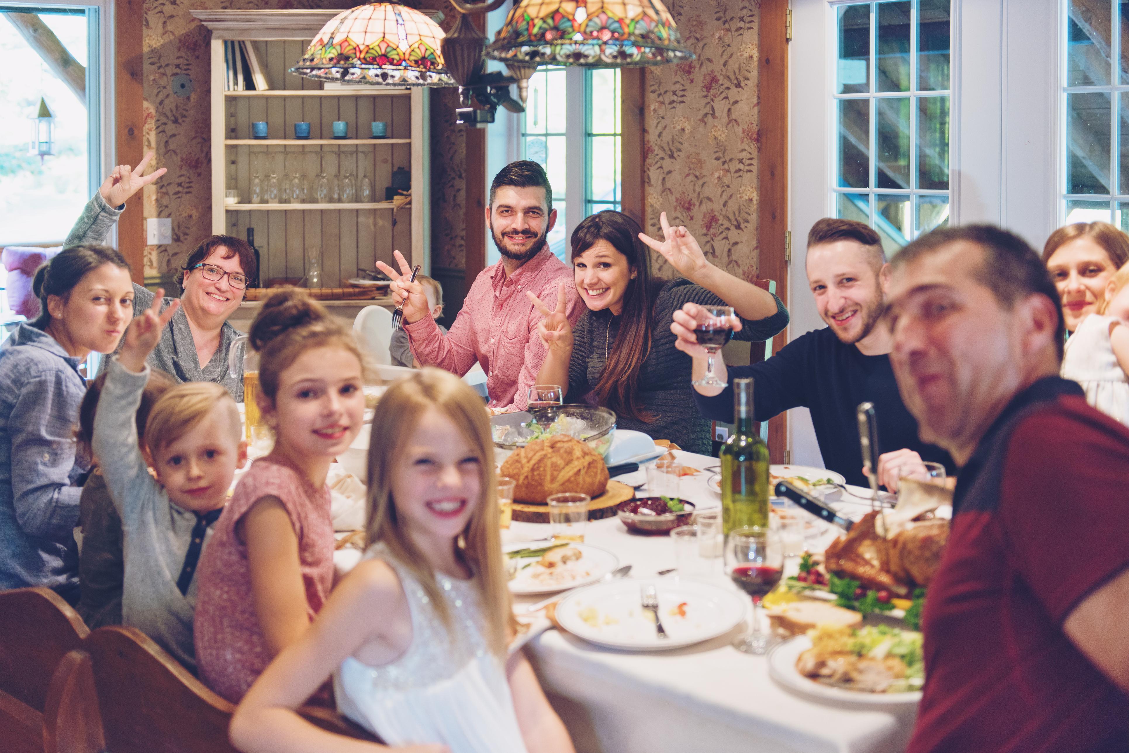 <p>На 21 ноември православната църква чества празника Въведение Богородично - Деня на християнското семейство и младеж. Според Светото писание на този ден родителите на 3-годишната Мария я завели в Йерусалимския храм и отдали в служение Богу.</p>