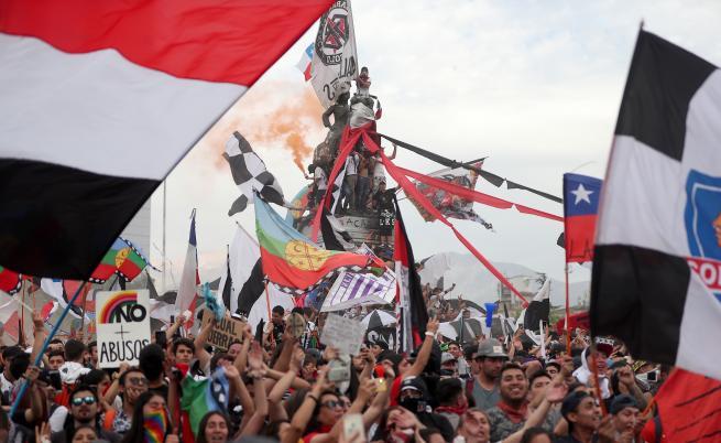 Протестна вълна заля света