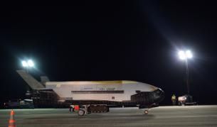 Тайният космически самолет кацна с нов рекорд
