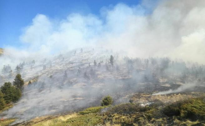 Рила в пламъци, 180 души и хеликоптери срещу пожара