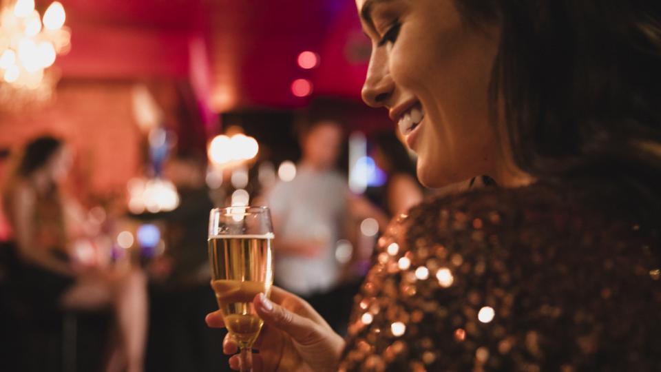 жена питие алкохол