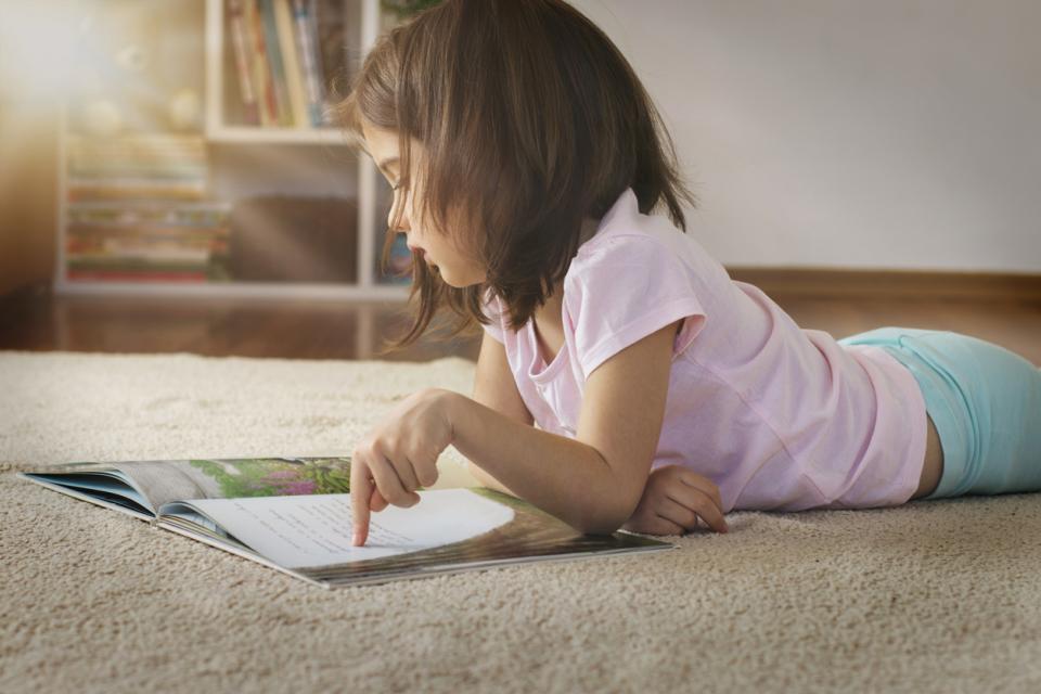 дете книга чете
