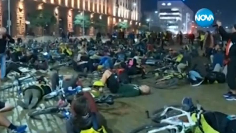 Велосипедисти на протест пред Министерски съвет