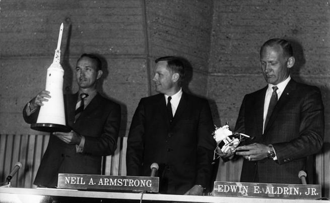 """От ляво надясно - Майкъл Колинс, Нийл Армстронг, Едуин """"Бъз"""" Олдрин"""