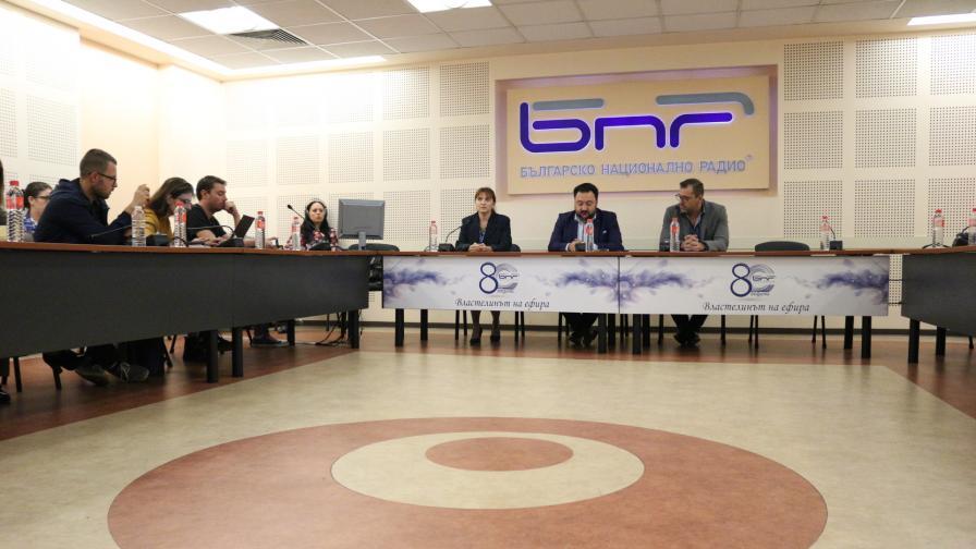 Генералният директор на Българското Национално Радио Светослав Костов даде брифинг по повод единодушното решение на СЕМ за отстраняването му, 17 октомври.