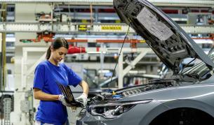 <p>VW очаква авто пазарът да се възстанови през лятото</p>